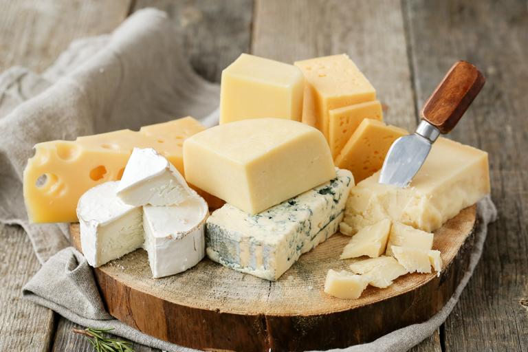 Offer of cheese (blocks, slices and shaves), cheese-like products, cheese spreads